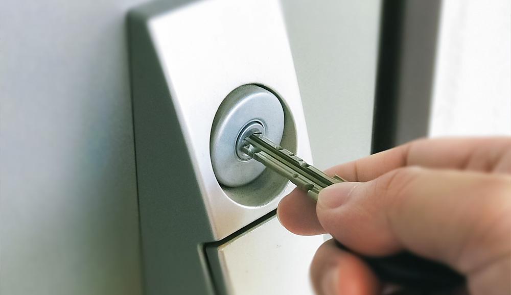 自分で鍵交換って大丈夫?